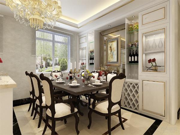 餐厅放了八人餐桌,和一个酒柜,大大增加了储物空间。