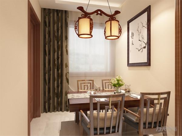 在餐厅的设计中,采用了木色系的餐桌椅搭配实木门。白色和明亮玻璃的结合创造出了现代的洁净与明亮。