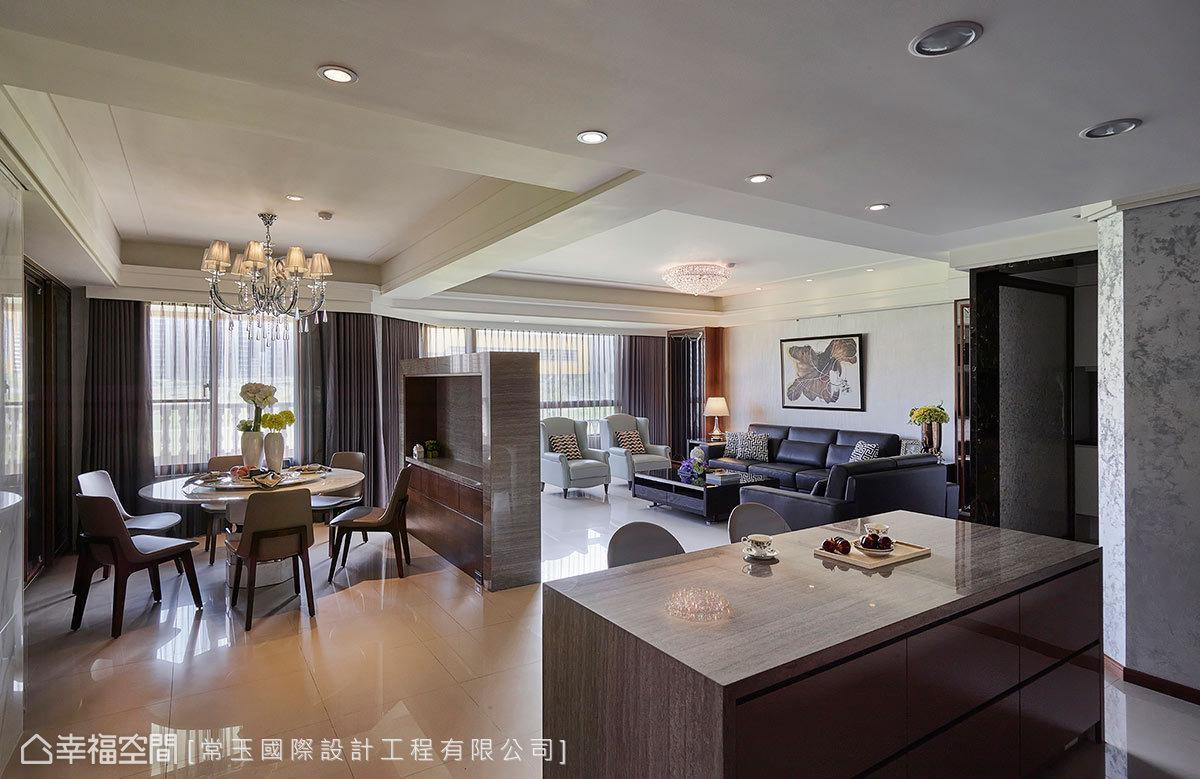 开阔清朗的公领域运用半高电视墙与机能家具定义空间属性,自由开阔的图片
