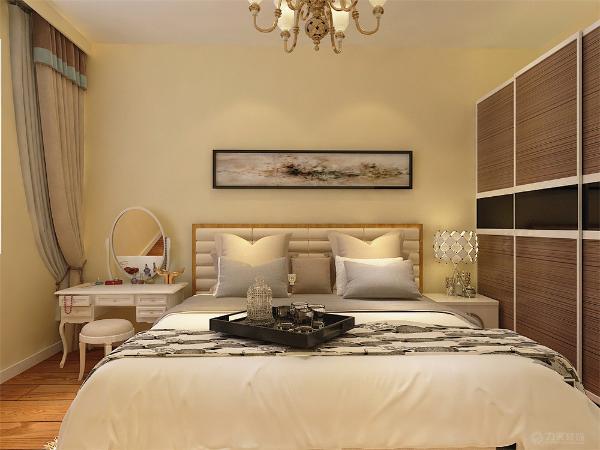主卧室铺强化复合地板卧室放双人床,衣柜采用推拉门式