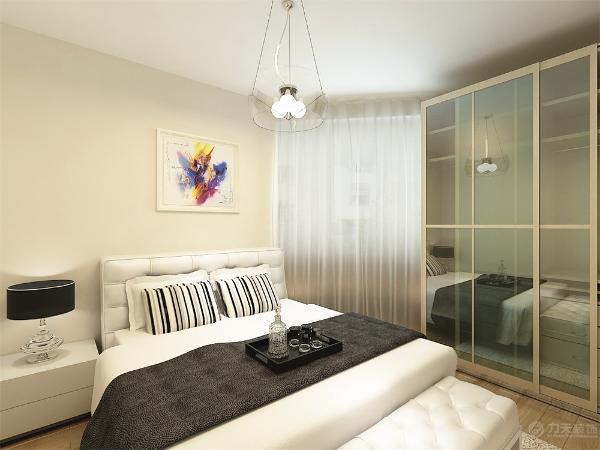 两间卧室空间都比较小,配以简单的装饰以突显本设计的简洁,地面是和客厅一致的800*800玻化砖。主卧室采用白色,加以简单的定制柜体和床,给人以清新、淡雅的感觉