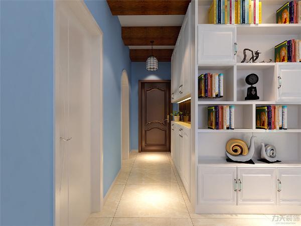 书柜选择简欧的,因为沙发后面是阳台,为了让沙发有依靠在阳台门处做垭口和置物架。