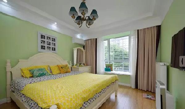 ▲ 藕荷色和咖色的拼接窗帘带来柔和的质感,休闲飘窗设计