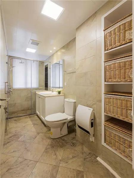 卫生间装修大气实用。
