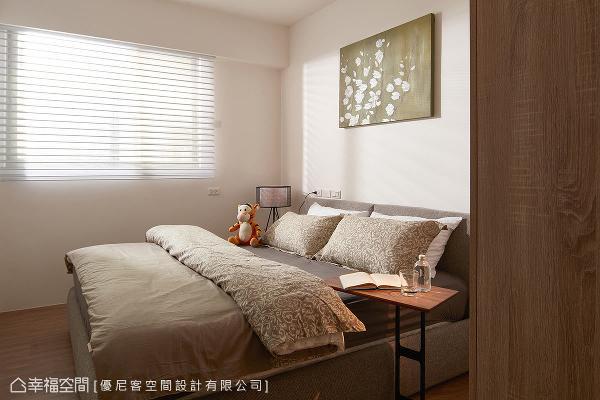 简约干净的设计主题,加上以布面包覆的床架,揉合出温婉怡人的卧眠表情。