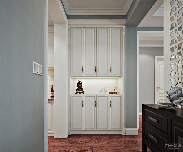 高贵的格调、淡雅的色彩、亲切的尺度及丰富的景观错落掩映于室内,将不同装修文化内涵完美的融合于一体的色彩搭配深受人们喜爱。