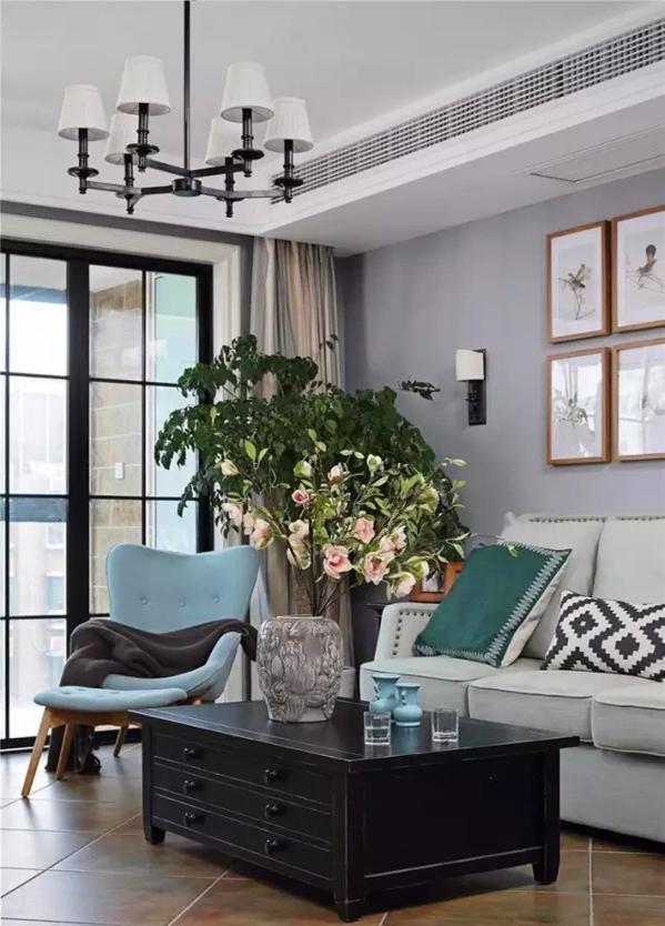 ▲ 灰色背景的优雅美式,整体偏冷的色调,搭配暖色地砖,有一种舒适的和谐