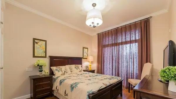 ▲ 次卧是比较传统的美式色调