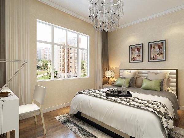 卧室空间不是很大,所以放了一个大床,两个床头柜,衣柜,墙面整体铺黄色壁纸。