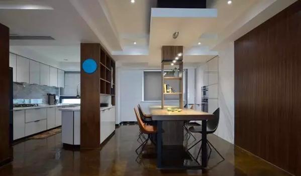 ▲ 半开放式厨房,用装饰柜隔而不断