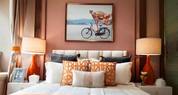 ▲用一幅充满自由感的画作挂在床头,也诉说了屋主随性洒脱的性格和追求。