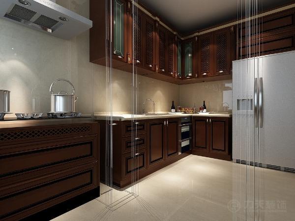 厨房的瓷砖和橱柜,也经过精细的装饰,来体现这种古典的气质,橱柜中的花式让整个空间更具有良好的视觉效果。