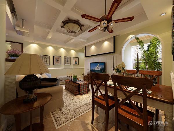 餐厅用了略有复古味道的艺术品摆件,白色与木色橡木的餐桌椅进行搭配,增添了一丝文艺气氛,既美观,又凸显了,美式田园的装修特点,二层则造型相对简单