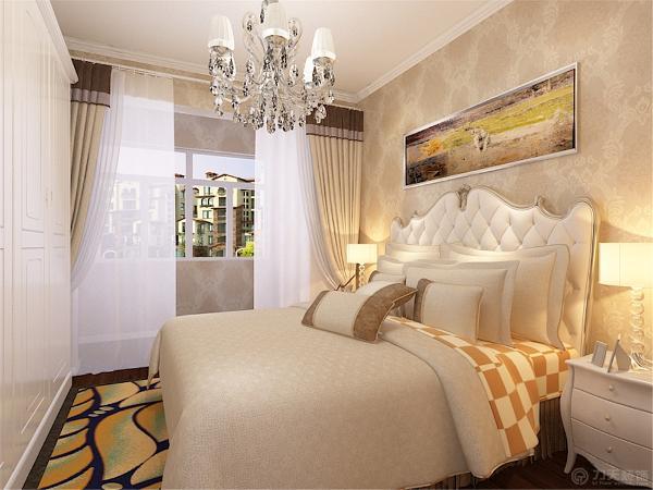 主卧室的空间同样是延续了客厅空间浅色浪漫的欧式风格。浪漫大气的欧式双人床;