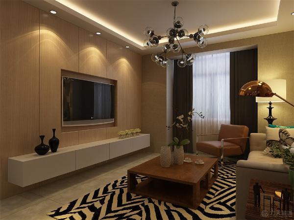 客厅的电视背景墙是以原木色木板装饰,墙体是以素色壁纸为整体