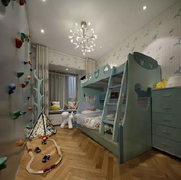 儿童房亮点颇多,可供两个宝宝睡觉的双层床,可以休息的飘窗,和一面攀岩游戏墙  ,小房间是孩子的乐园。