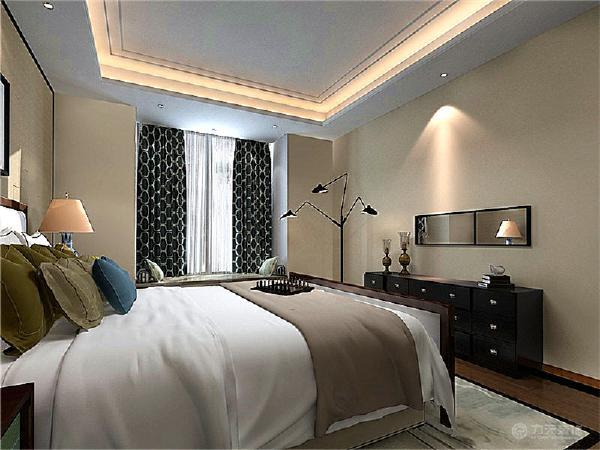 首先在地面铺砖方面,客厅与餐厅的位置采用的是800*800的抛釉地砖铺装。卫生间与厨房则是采用的300*300的防滑地砖。