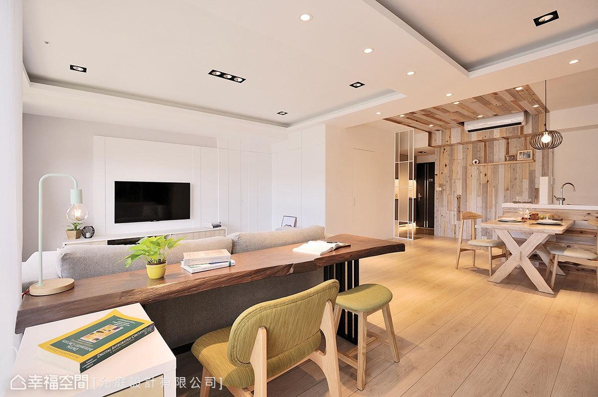 宽敞的公共空间没有多余隔间,仅以家具配置界定场域;允庭设计另在电_