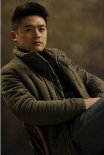 吴苏-设计师个人形象照图片