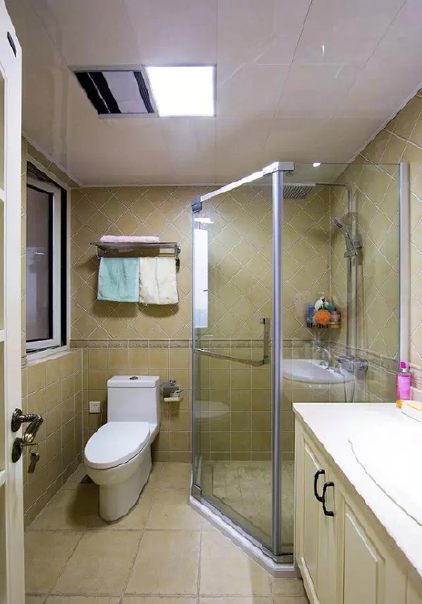 卫生间因为空间比较小,淋浴容易将所有地方都弄湿,一套整体浴室就很好的解决了干湿分区问题。