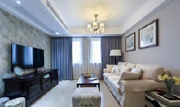 深色实木家具是美式的标志元素,这一点也符合了中国家庭的喜好。