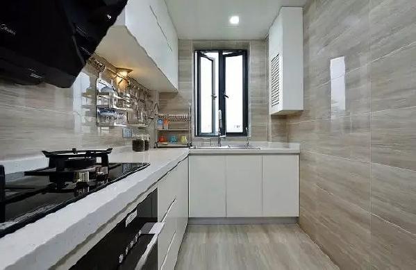 ▲厨房L型橱柜设计收纳操作都很方便。