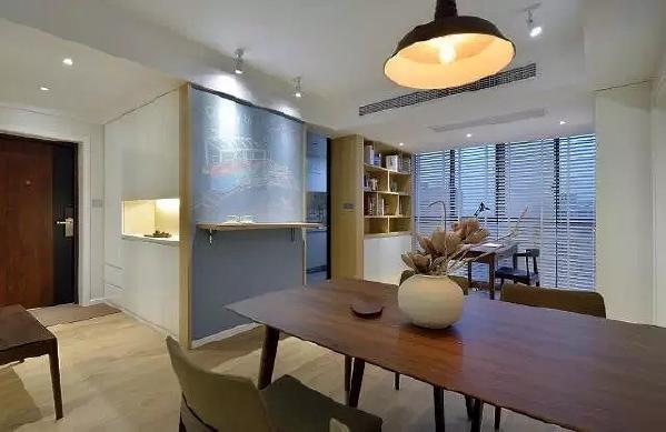 ▲门厅、餐厅、开放式书房、宝宝的早餐台放在一个视觉轴线上显得特别和谐,充满家的旋律。
