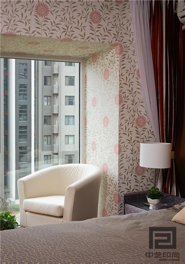 窗外的都市风景是休闲区最好的背景。