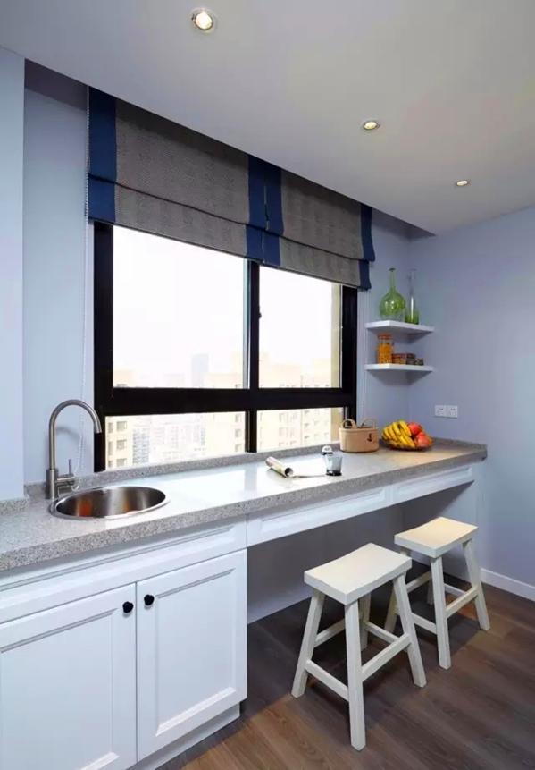 将小阳台作为休闲吧台,同时也是操作台,洗水果,煮咖啡,做点心
