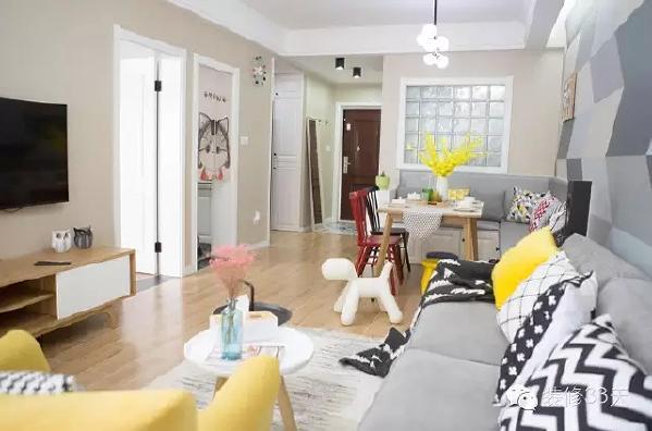 ▲ 其余墙面采用了纯色极简的处理,卡座餐厅将空间更好的利用,格状玻璃后是卫生间