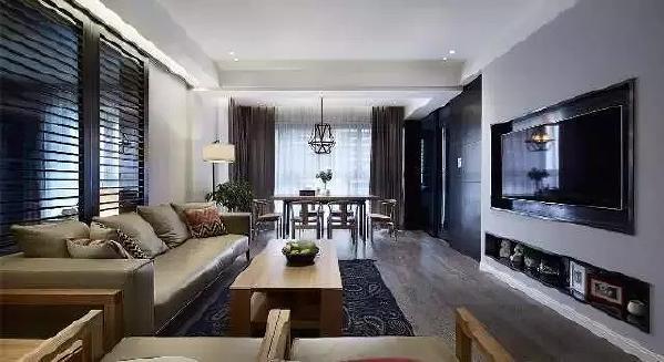 以黑白灰为基调,将墙面做为聚集点,融合卡其色皮质沙发及木质桌椅,展现了主人  追求低调奢华的气质。