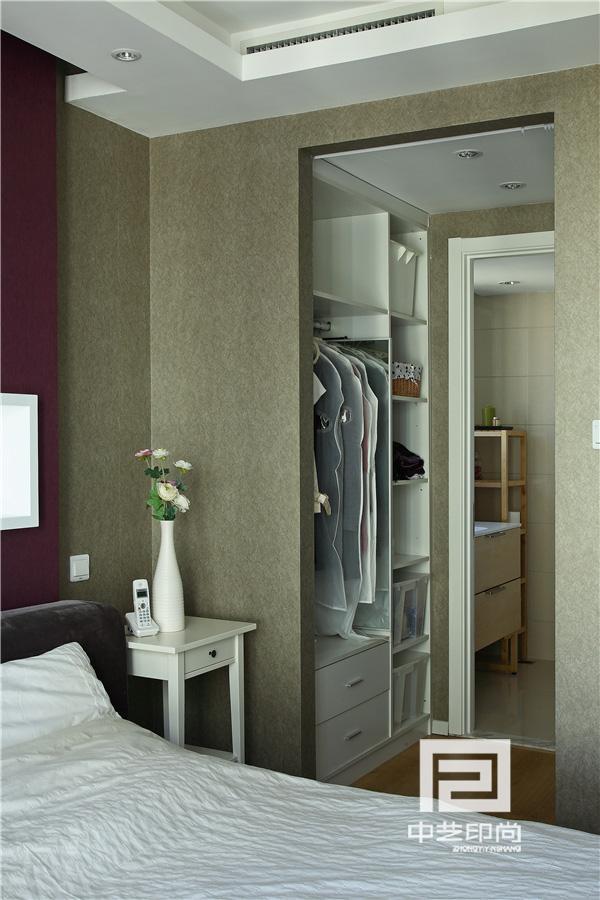 储物功能也可以这样设计,空间不变储物变大。衣柜板式家具定制
