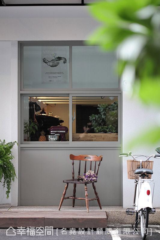 咖啡厅的形象Logo为业主亲自设计,十足展现三人的才华洋溢。