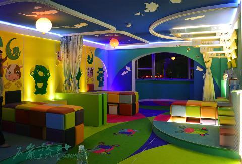 儿童色彩乐园(小儿推拿室)