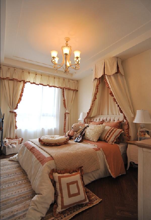 卧室的设计可以满足你的少女心吗~暖咖色荷叶边软装超美的。