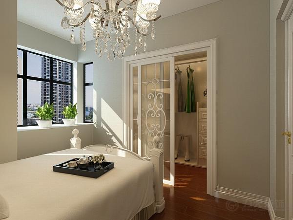 主卧室顶面白乳胶漆,地面采用实木复合地板,次卧室都是采用实木复合地板装饰顶面一圈石膏素线,墙面都是刷乳胶漆。