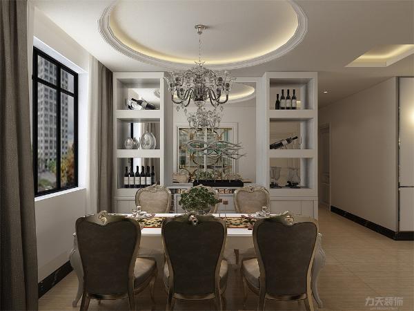 餐厅选择圆顶,搭配一个白色烤漆的柜子,放置酒还有装饰品,餐厅空间足够放六人餐桌。