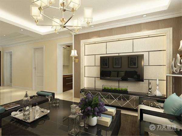 墙体乳胶漆以及电视背景墙和地砖都选择了比较温馨的浅色调为主,但是在家具的选择上,却选择了较为重的黑色与之搭配,这样使整个空间不会那么飘,把空间压下来稳下来。