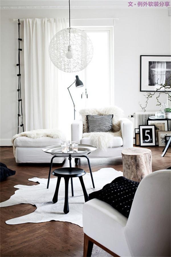 2、黑白等比太花哨   黑白配的房间很有现代感,是一些时尚人士的首选。但如果在房间内把黑白等比使用就显得太过花哨了,长时间在这种环境里,会使人眼花缭乱,紧张、烦躁,让人无所适从。