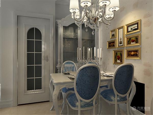 客餐厅采用的是800*800的大地砖铺装。卫生间采用的是300*300的防滑地砖,整体效果呈现出一种浪漫温馨。