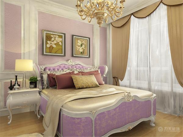 在地面铺装方面,卧室采用的是实木复合地板铺装,并且采用的是稍暖色系,烘托温馨。