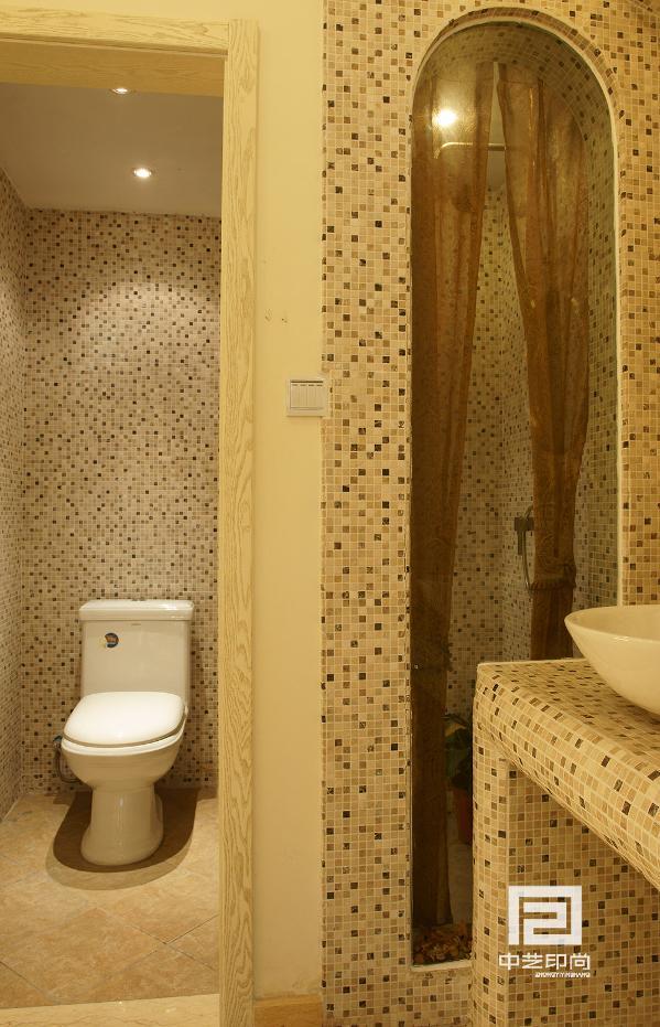 卫生间采用的干湿分区这也是小户型的重要设计之一,能把有限的空间作为展示同时不丧失使用,这也就是洗手盆区域。淋浴区采用的钢化玻璃使本身狭小的空间得以释放。