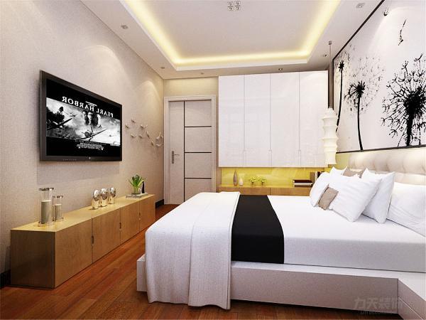 主卧室在整个方案中也尤其重要,顶面依旧采用石膏板灯池造型,地面是略黄的木地板。