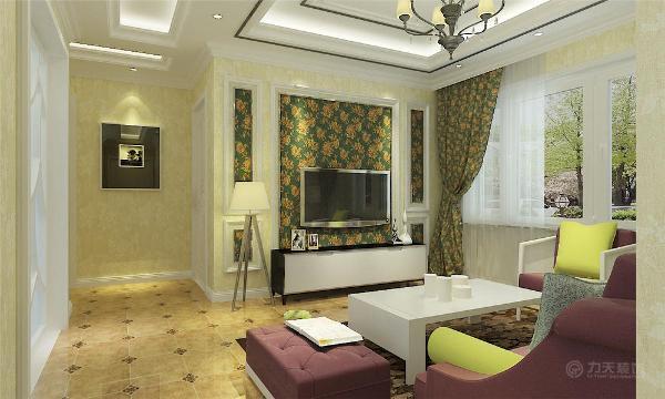 欧式客厅非常需要用家具和软装饰来营造整体效果,色彩鲜艳的布艺沙发,是欧式客厅里的主角。