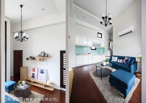 利用白色可放大特性,与引入的光线创造加乘效果,增加空间明亮宽敞感。