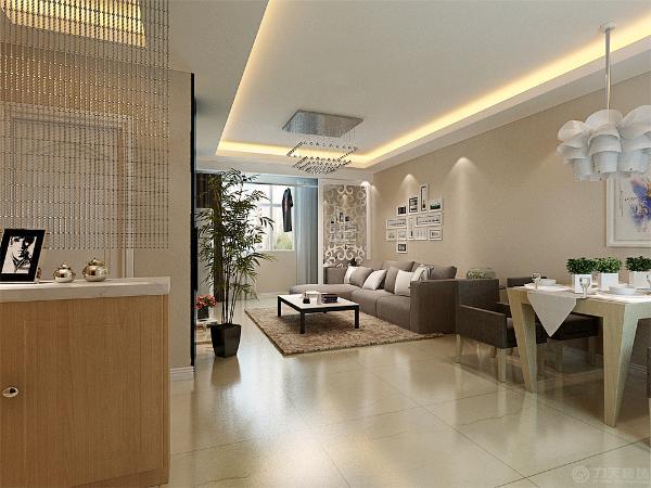 餐厅区域,餐桌选择了木色与白色做对比,餐桌的颜色与沙发的颜色比较统一,厨房采用了推拉门,整体感觉比较统一。