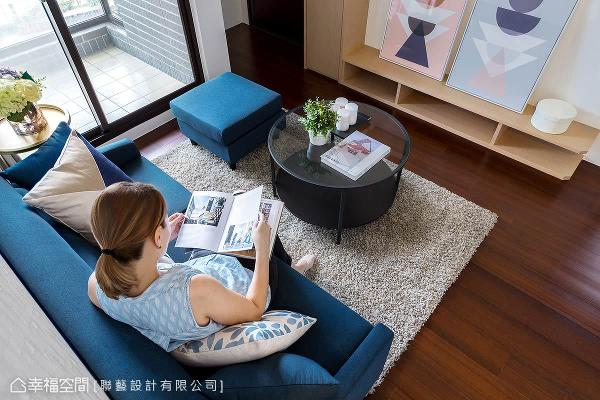 联艺设计以低矮的家具柜体,降低空间的视觉重心,避免产生压迫感。