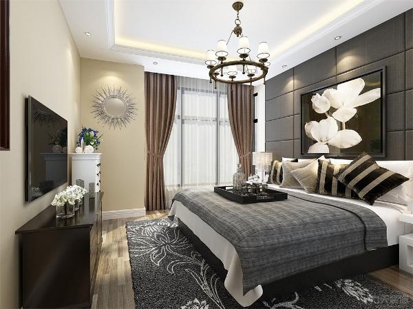 主卧室的上面为卫生间,卫生间的墙体采用大理石贴砖。卫生间的上面为次卧室,墙面同样采用浅色壁纸。整个空间十分舒适,非常适合一家老小生活。