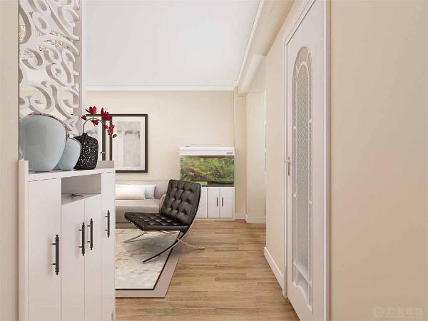 入户左侧有一个500宽的鞋柜,上面放雕花板,在沙发的搭配上采用浅褐色的布艺沙发搭配深色的单人位,