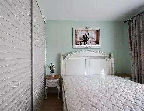 主卧衣柜 衣柜做了到顶衣柜,尽量扩大空间。